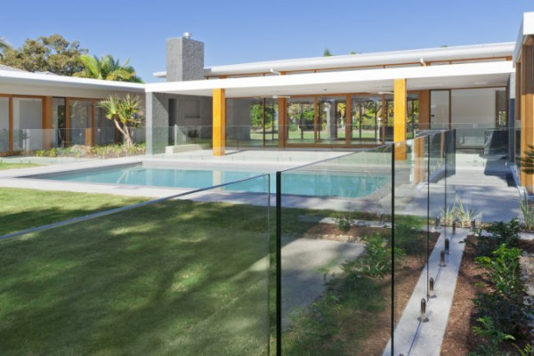 http://teamwindowclean.com.au/wp-content/uploads/2015/07/Pool-Fence-Cleaning-Perth-600x400.jpg